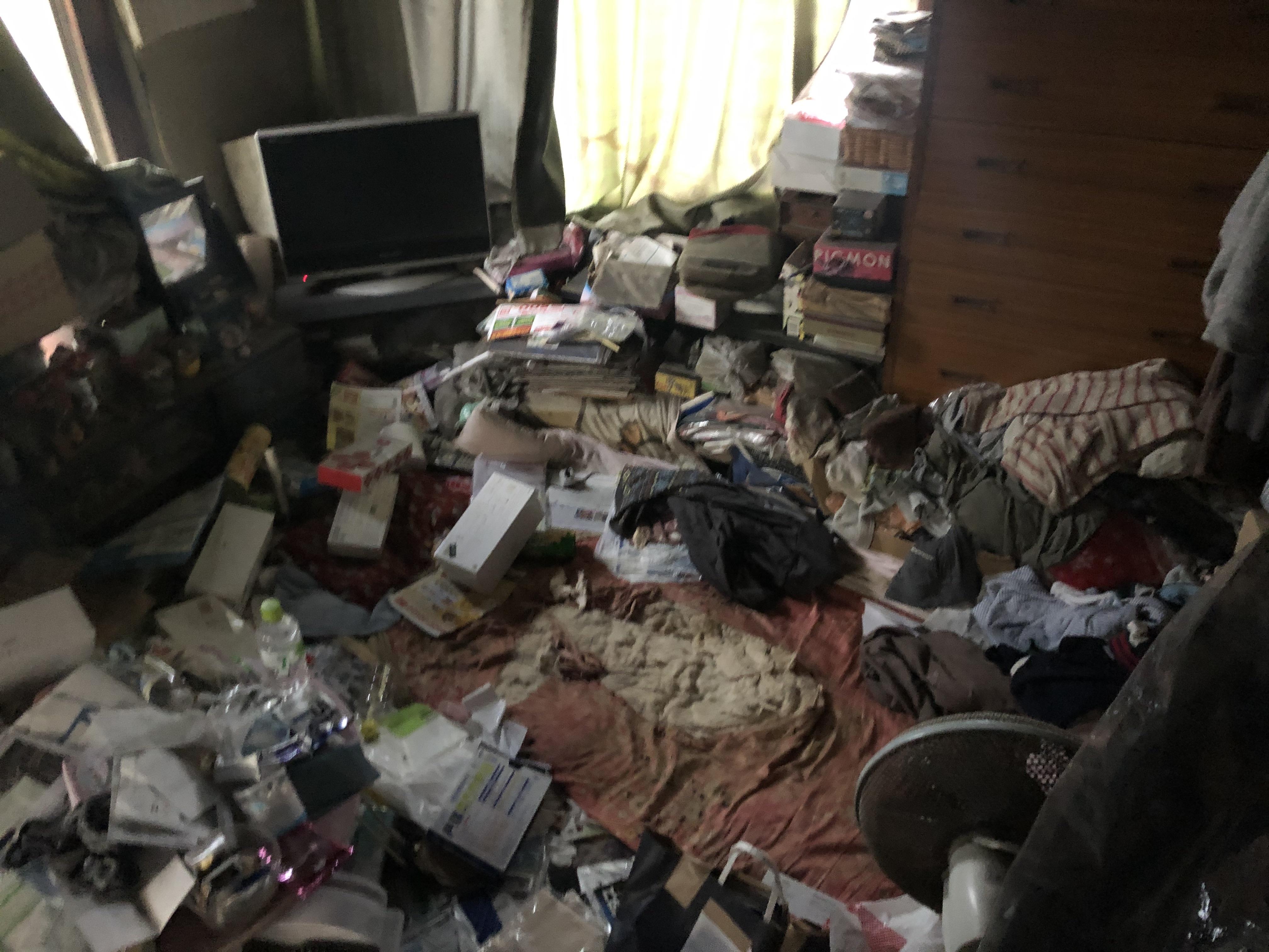 室内のゴミ清掃です